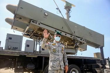 حضور دریادار حبیبالله سیاری معاون هماهنگ کننده ارتش در اغاز عملیات شلیک موشک قادر در رزمایش ذوالفقار ۹۹