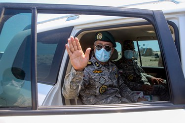 خداحافظی دریادار حبیبالله سیاری معاون هماهنگ کننده ارتش بعداز پایان  عملیات شلیک موشک قادر در رزمایش ذوالفقار ۹۹
