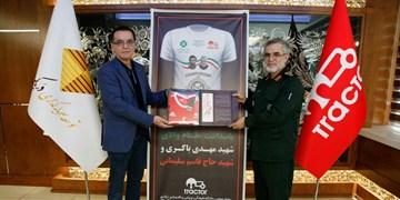 اقدام ارزشمند در قراردادن چهرههای نورانی شهید باکری و شهید سلیمانی بر روی پیراهن جشن قهرمانی  تراکتور