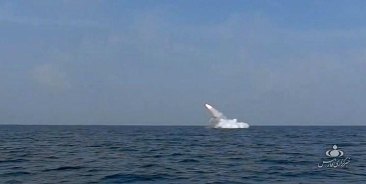 شلیک موشک زیرسطح به سطح از زیردریایی غدیر در رزمایش ارتش