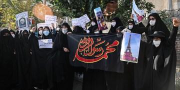 واکنشهای دانشگاهیان به ماجرای اهانت به پیامبر اسلام (ص)/ فیلم تجمع مقابل سفارت فرانسه