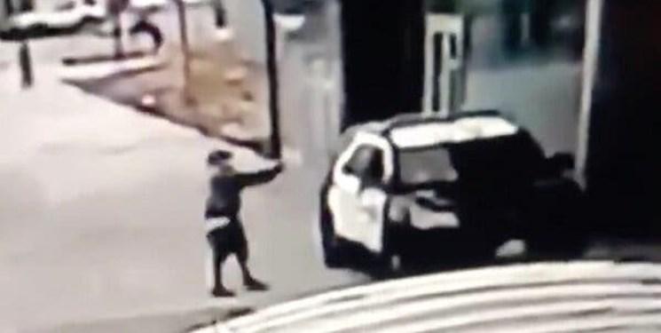 فیلم| تیراندازی فرد ناشناس به دو افسر پلیس در لسآنجلس