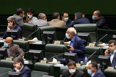 گفتگوی تعدادی از نمایندگان تهران در حاشیه صحن علنی مجلس شورای اسلامی