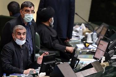 علی نیکزاد نائب رئیس دوم مجلس و امیرآبادی نماینده مردم قم در جایگاه هیات رئیسه مجلس شورای اسلامی