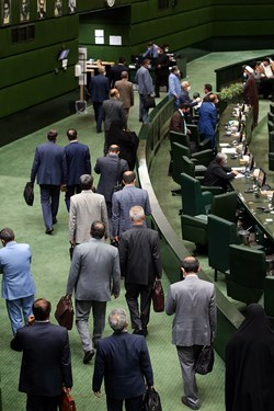 خروج نمایندگان پس از پایان جلسه علنی از صحن مجلس شورای اسلامی
