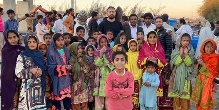 مروری بر کمکهای مومنانه قهرمانان؛دست هایی از جنس مهربانی
