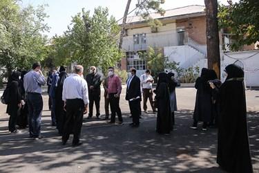 حضور اصحاب رسانه و گروههای جهادی مدرسهساز در هنرستان پسرانه شهید سروندی در منطقه ۱۲ تهران