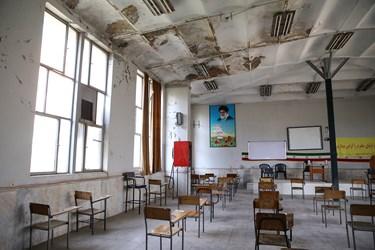 فرسودگی هنرستان پسرانه شهید سروندی در منطقه ۱۲ تهران
