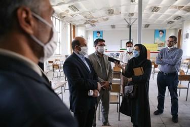 گفت و گوی اصحاب رسانه و گروههای جهادی مدرسهساز با مسئولین هنرستان پسرانه شهید سروندی