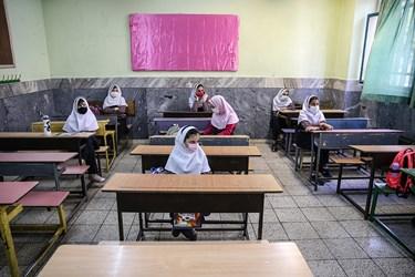 کلاس درس مدرسه دخترانه معاد در منطقه ۴ تهران