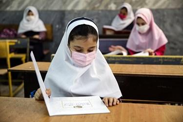 حضور دانش آموزان در کلاس درس مدرسه دخترانه معاد در منطقه ۴ تهران
