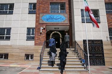 ورود اصحاب رسانه و گروههای جهادی مدرسهساز در مدرسه تازه تاسیس نوجوانان در منطقه ۴ تهران