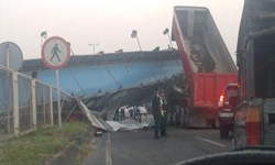 بازگشایی کامل جاده نیاکو به آستانهاشرفیه تا ساعاتی دیگر/برخورد کامیون با پل موجب سقوط شد
