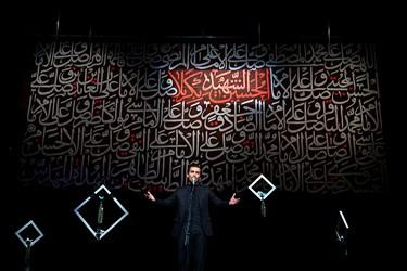 شعرخوانی سید حمیدرضا برقعی در سوگواره شعر «پلک صبوری»