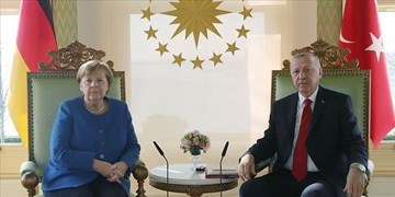 اردوغان خطاب به مرکل؛ اروپا موضع عادلانهای درباره مدیترانه داشته باشد