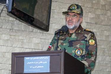 امیر کیومرث حیدری فرمانده نیروی زمینی ارتش در مراسم اختتامیه دوره جامعه پذیری دانشگاههای افسری آجا