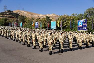 دانشجویان دانشگاههای افسری ارتش در مراسم اختتامیه دوره جامعه پذیری دانشگاههای افسری آجا