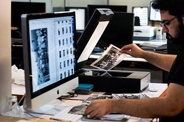 بعضی از آثاربه صورت چاپ شده است و دیجیتال شدن این عکس ها توسط اسکن تخت انجام میشود.