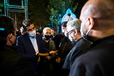 حضور حاج حسین یکتا در میان همرزمانش