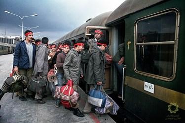 تهران، ایستگاه راه آهن/ پاییز63 اعزام نیروهای بسیجی به مناطق عملیاتی.