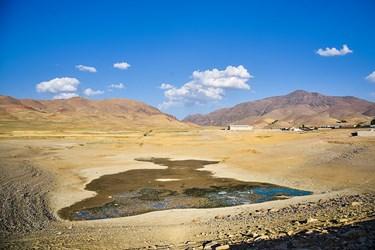 سد سهرین زنجان در فاصله ۲۱ کیلومتری شمال غربی شهر زنجان قرار دارد که در واپسین روزهای تابستان دچار کم آبی و اتفاق ناگورای شده است .