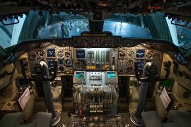 کابین خلبان یا کاکپیت هواپیما (Cockpit) اتاقکی که معمولاً در قسمت جلوی هواپیما قرار گرفته است