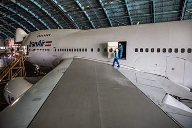 اورهال بوئینگ آمریکایی توسط متخصصان ایرانی در آشیانه شماره یک ایرانایر در فرودگاه مهرآباد