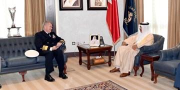 دیدار فرمانده ناوگان پنجم دریایی آمریکا با وزیر کشور بحرین و رایزنی درباره امور امنیتی