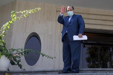 محمد شریعتمداری وزیر تعاون، کار و رفاه اجتماعی پس از پایان جلسه هیأت دولت/ ۲ مهر ۱۳۹۹