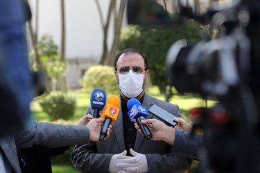 حسینعلی امیری معاون پارلمانی رییس جمهور پس از پایان جلسه هیأت وزیران در جمع خبرنگاران / ۲ مهر ۱۳۹۹