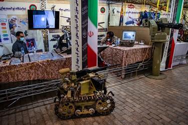 ربات اسلحه نصیر که 3400 تا 3500 تیر دقیقه شلیک میکند/  نمایشگاه ملی دست آوردهای دفاع مقدس و مقاومت