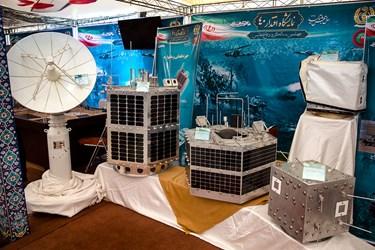 تجهیزات ماهواره ای  به صورت ماکت در نمایشگاه ملی دست آوردهای دفاع مقدس و مقاومت