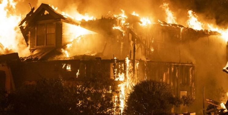 آتشسوزی مهیب در کالیفرنیا؛ ۳ نفر کشته و هزاران تن بیخانمان شدهاند