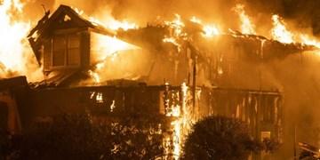 عکس | وضع اضطراری در کالیفرنیا بر اثر آتشسوزی مهیب؛ 3 تن کشته و هزاران نفر بیخانمان شدند