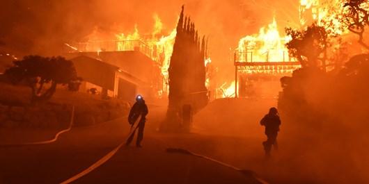 25 هزار نفر به دلیل آتشسوزی گسترده در کالیفرنیا مجبور به ترک منازلشان شدند