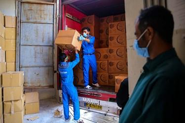 بارگیری ماسک های تولید شده جهت ارائه به داروخانه ها و مراکز بهداشتی
