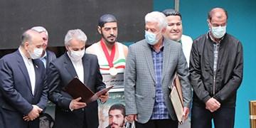 نشان عالی IPC بر گردن سردیس  شهید ابراهیم هادی+عکس