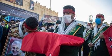 اهتزاز پرچم متبرک به نام امام حسین علیه السلام در بین الحرمین شیراز