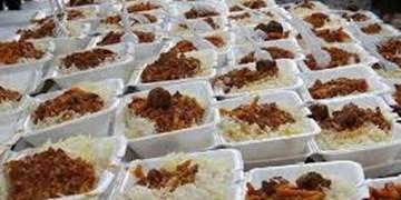 توزیع 600 پرس غذای گرم بین اهالی و نیازمندان روستای سرهنگ بخش رخ