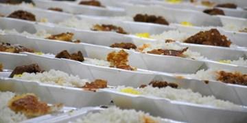 توزیع غذای گرم بین بیماران سختدرمان همدان