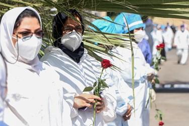 این مراسم در محوطه بیمارستان رازی اهواز با حضور همکاران برگزار شد