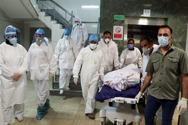 مراسم تشییع دکتر شهید عبدالله عسکری پزشک بیمارستان رازی اهواز که بر اثر ابتلا به کرونا جان باخت
