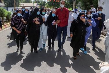 حضور خانواده دکتر شهید عبدالله عسکری در مراسم تشییع