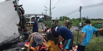 تصادف اتوبوس با قطار در تایلند؛ ۱۷ کشته و دهها زخمی