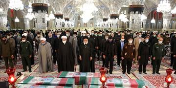 گزارش تصویری/ اقامه نماز بر پیکر مطهر شهدای خان طومان در حرم مطهر رضوی