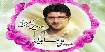 فیلم| خانهای پر از قاب شهدا/ علی آقا غریبانه رفت و برگشت