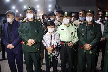حضور مقامات استانی در مراسم استقبال از پیکر مطهر یک شهید مدافع حرم و چهار شهید دفاع مقدس در اهواز