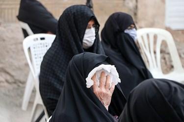 بسیاری از سالمندان یا دارای بیماری خاص دلتنگ روضه ی ابا عبدالله (ع) هستند و امکان حضور در مراسم عمومی برایشان فراهم نیست