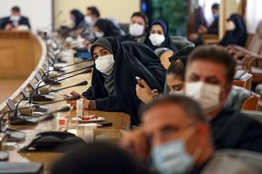 رستمی خبرنگار دولت خبرگزاری برنا سوال خود را از علی ربیعی می پرسد