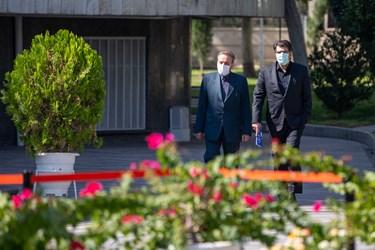 محمود واعظی رییس دفتر رییس جمهوری در حاشیه جلسه هیأت وزیران / ۲۳ مهر ۹۹
